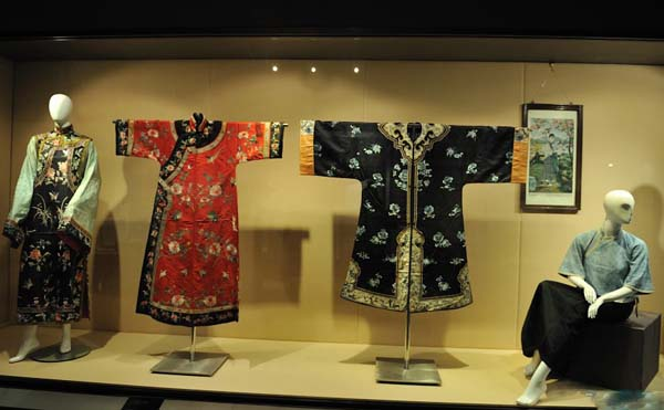 Photo, Image & Picture of Suzhou Silk Museum Ancient Silk Clothes